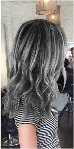 cabelo acinzentado com mechas
