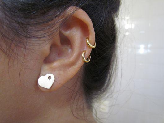 piercing-na-orelha-dourado-ideias
