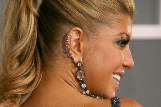 piercing-na-orelha-em-toda-cartilagem