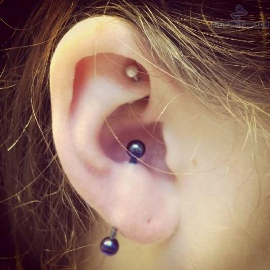 piercing-transversal-vertical