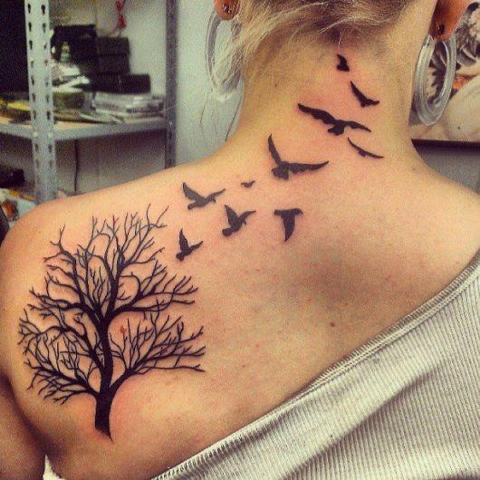 tatuagem-de-arvore-e-passaros