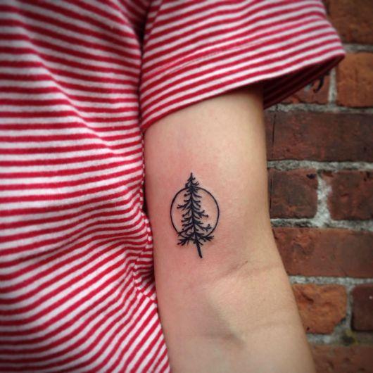 tatuagem-de-arvore-pinheiro-pequeno