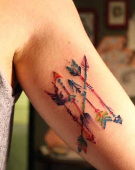 tatuagem-de-flecha-aquarela-ideias