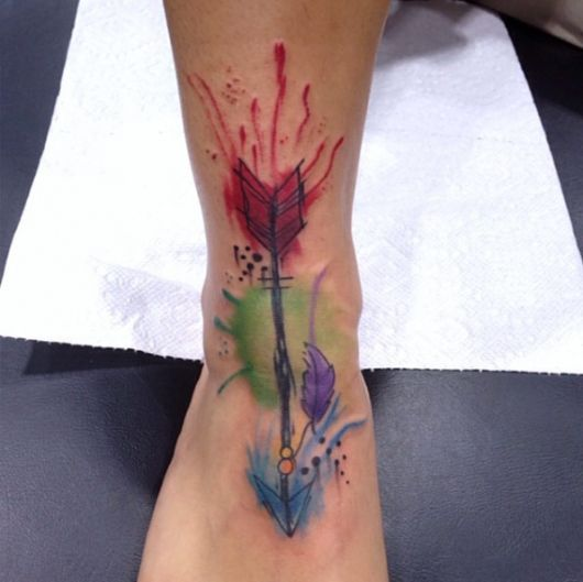 tatuagem-de-flecha-aquarela-tipos