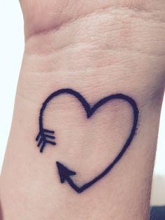 tatuagem-de-flecha-com-coracao