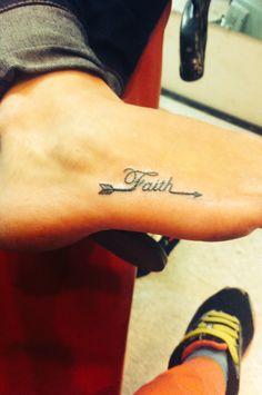 tatuagem-de-flecha-com-frase