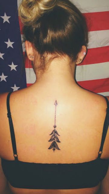tatuagem-de-flecha-feminina