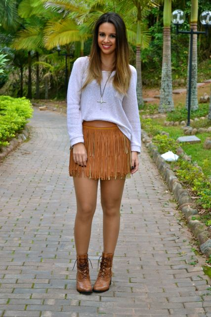 look-para-rodeio-mini-saia-franjas