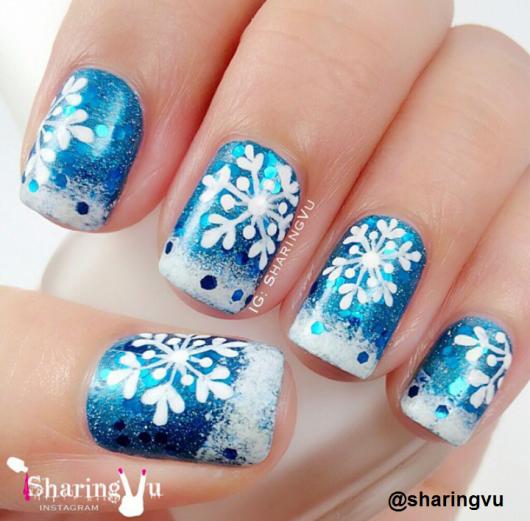 unhas-para-o-natal-flocos-de-neve-azuis