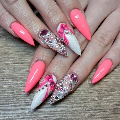 unhas-para-o-natal-stiletto-rosa