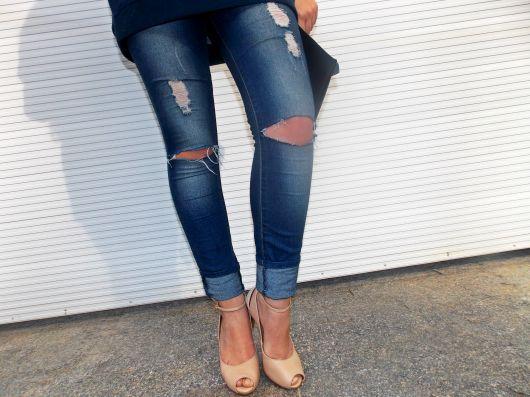 calca-rasgada-no-joelho-feminina-destaque