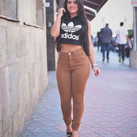cropped-adidas-calca-marrom