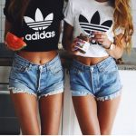 Cropped Adidas: O que é, como usar e + de 60 modelos estilosos!