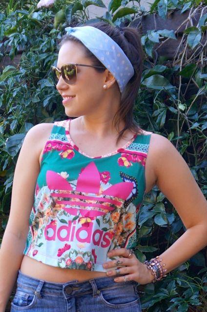 cropped-adidas-de-flores-look
