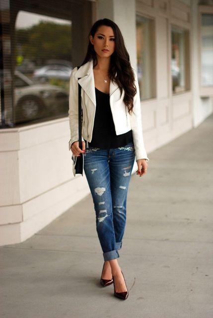 jaqueta branca feminina com calça rasgada