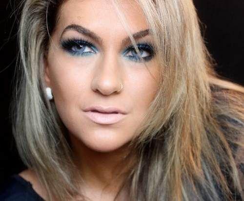 lente-de-contato-azul-colorida