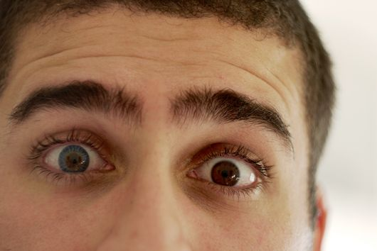 lente-de-contato-azul-olho-castanho