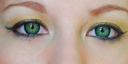 lente-de-contato-verde-destaque