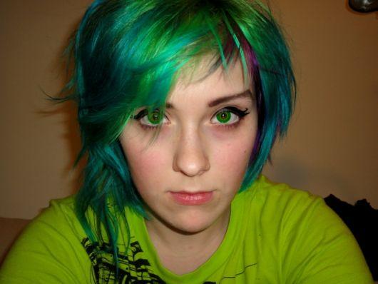 lente-de-contato-verde-esmeralda