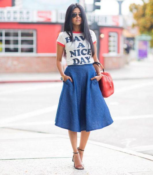 saia-jeans-midi-com-tshirt