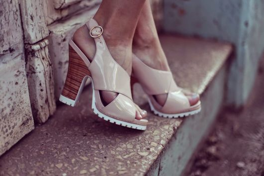 salto-tratorado-sandalia-rosa