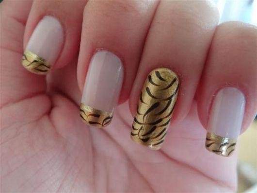 unhas-para-ano-novo-decoradas-com-dourado-3