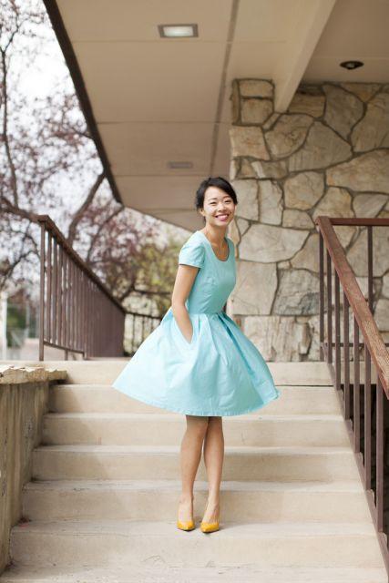 Cor de sandalia para vestido azul serenity