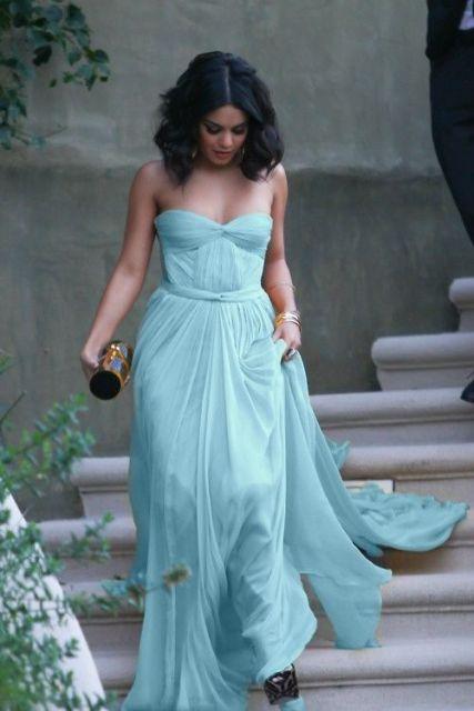 Combinar vestido azul claro