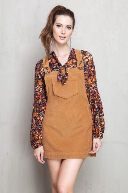 jardineira-saia-colorida-marrom