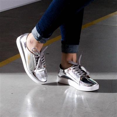 Tênis Prata Metalizado: Marcas, modelos, fotos e tudo sobre esse trend!