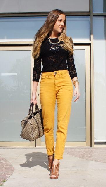 calça mostarda feminina com blusa de renda