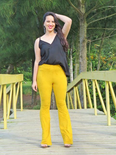 calça mostarda feminina flare