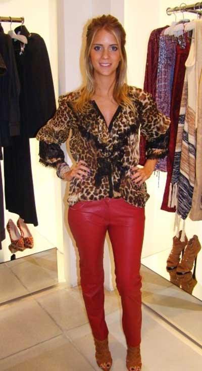 calca-vermelha-blusa-de-onca-look