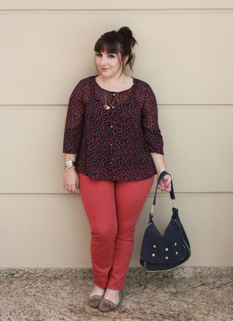 calca-vermelha-blusa-estampa-floral