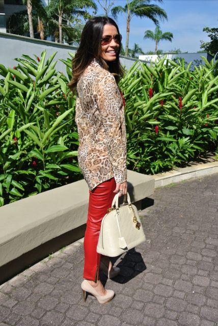 calca-vermelha-camisa-de-onca