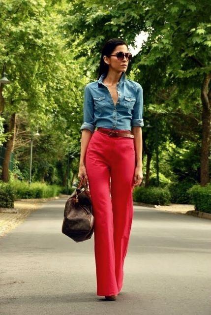 calca-vermelha-com-camisa-jeans