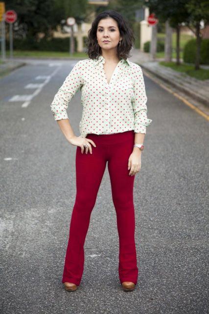 calca-vermelha-tipo-bandagem-com-camisa