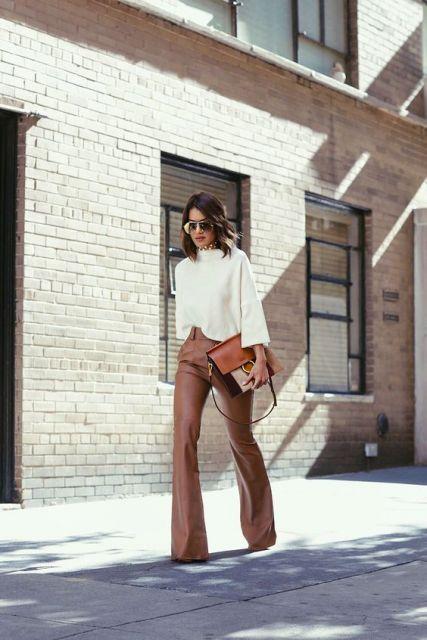 calça de couro marrom