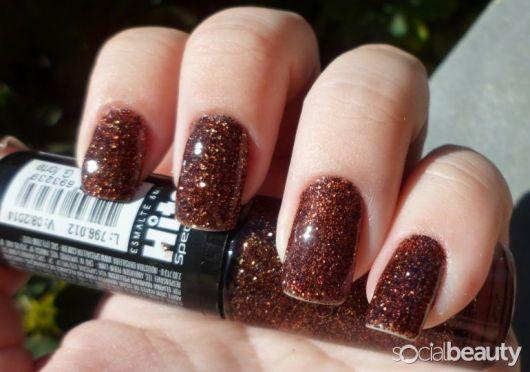 esmalte-marrom-com-glitter