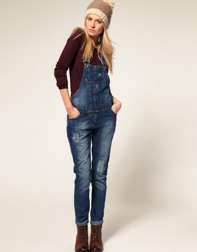 jardineira-jeans-com-bota-1