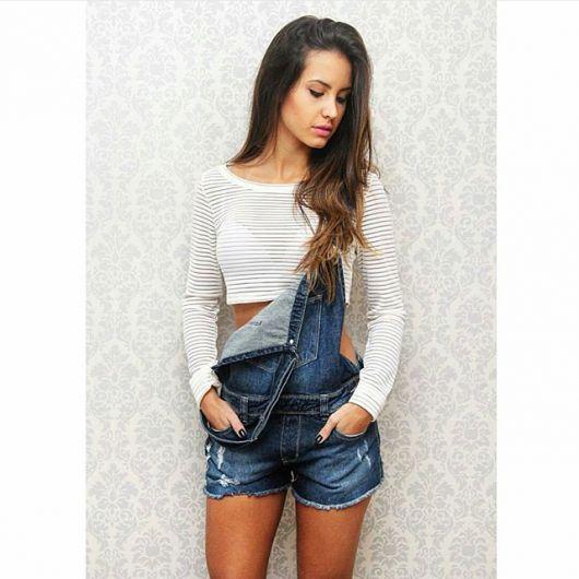 jardineira-jeans-com-cropped