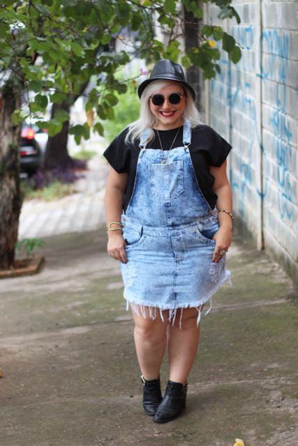jardineira-jeans-curta-plus-size-3