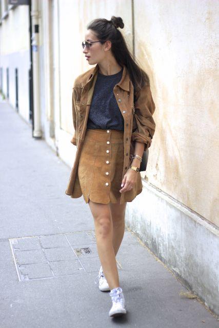 dicas para usar saia de camurça marrom com botão na frente