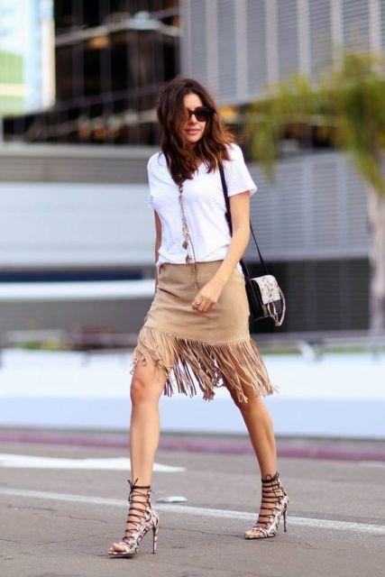 look saia de franja com sandália