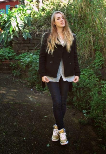 calça jeans com tênis cano alto