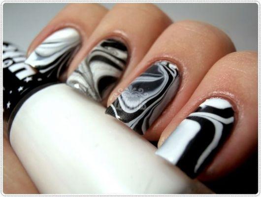unha decorada preto e branco