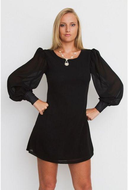 vestido preto com manga bufante