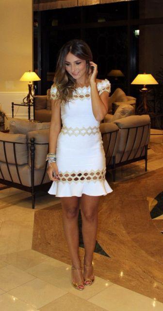 vestido branco tubinho com dourado