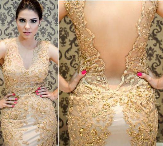 vestido de festa dourado trabalhado com renda