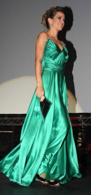 vestido-de-formatura-verde-cetim